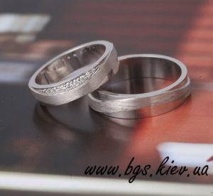 Обручальные кольца с комбинированной текстурой: матовые и глянцевые из белого золота