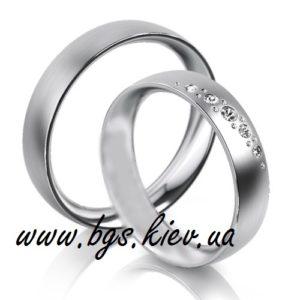 женское кольцо с пятью бриллиантами
