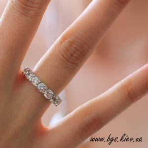 женское золотое кольцо с бриллиантами под заказ