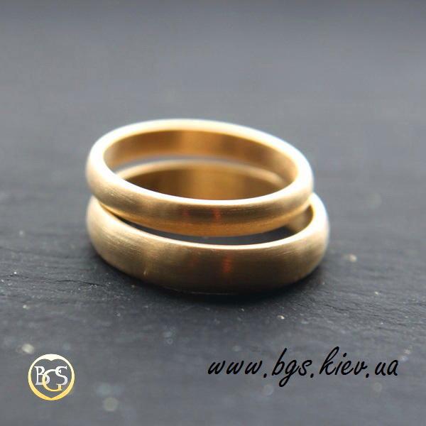 Обручальные кольца из желтого золота матовые