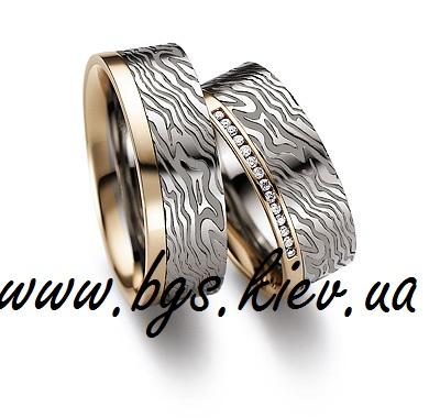 Свадебные кольца из комбинированного золота с узором