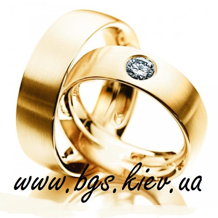 Свадебное кольцо с кубическим цирконием в золоте