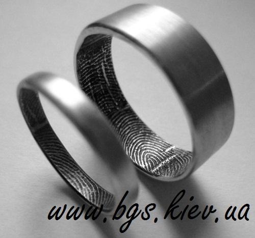 Обручальные кольца белое золота с отпечатками пальцев на заказ