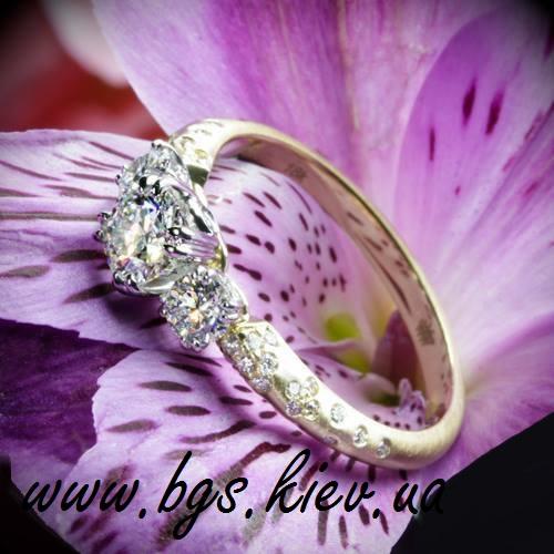 Помолвочное кольцо «Орхидея»