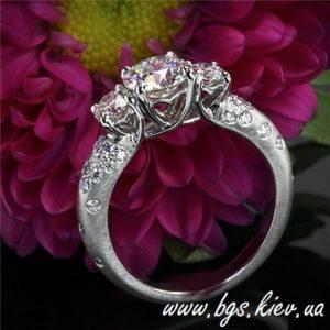 помолвочное кольцо из белого золота Киев