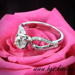 кольцо с бриллиантом помолвочное