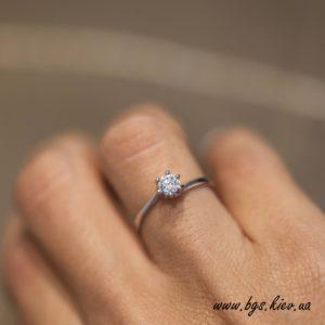 кольцо на помолвку с бриллиантом 0.3 карата
