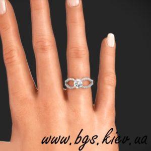 Золотое кольцо с бриллиантом на помолвку