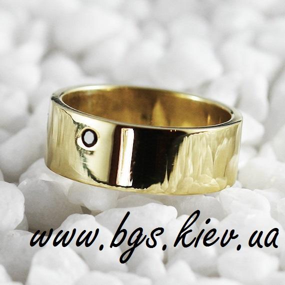 Широкое обручальное кольцо с черным бриллиантом