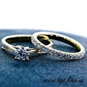 помолвочное кольцо вместе с обручальным