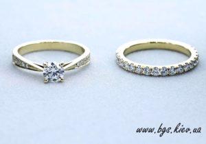 помолвочное кольцо вместе с обручальным бриллианты