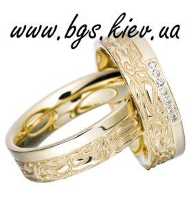 Красивое обручальное кольцо из белого золота узорное