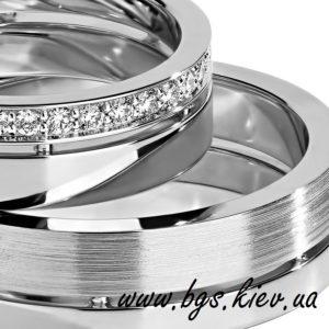 Обручальное кольцо с бриллиантами на половину кольца