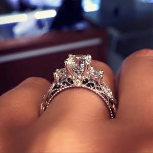 купить помолвочное кольцо