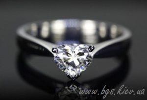Помолвочные кольца с бриллиантом в форме сердца «Роман с камнем»