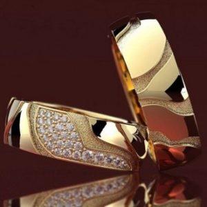 Обручальные кольца с фактурой