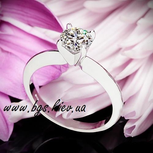 Классическое помолвочное кольцо белое золото