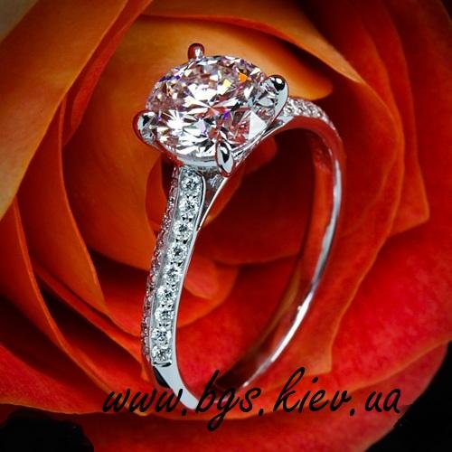 кольцо для помолвки из белого золота