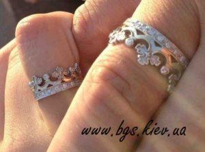 кольцо в виде короны из белого золота