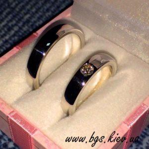 женское обручальное кольцо с камнем на заказ