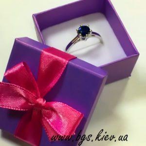 золотое кольцо с сапфиром белое золото на подарок, на помолвку под заказ в киеве